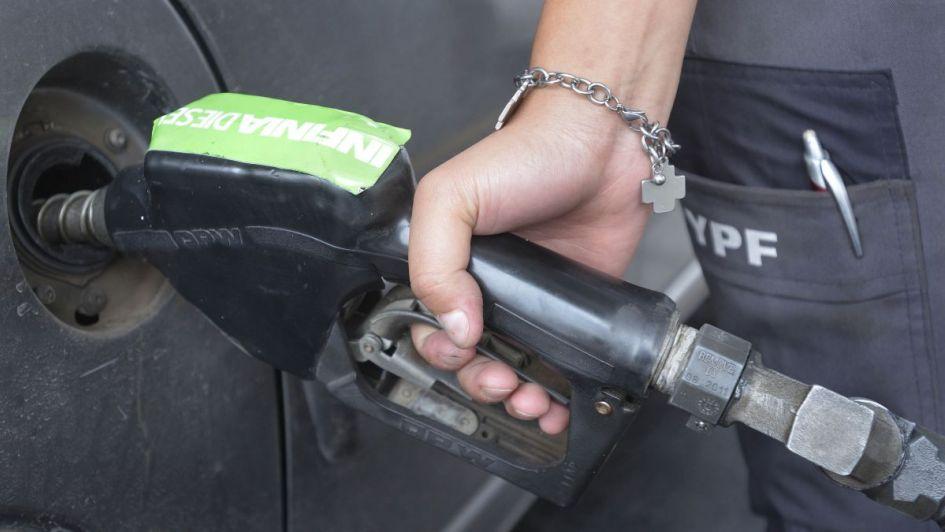 El Gobierno busca que se baje el precio — Combustibles