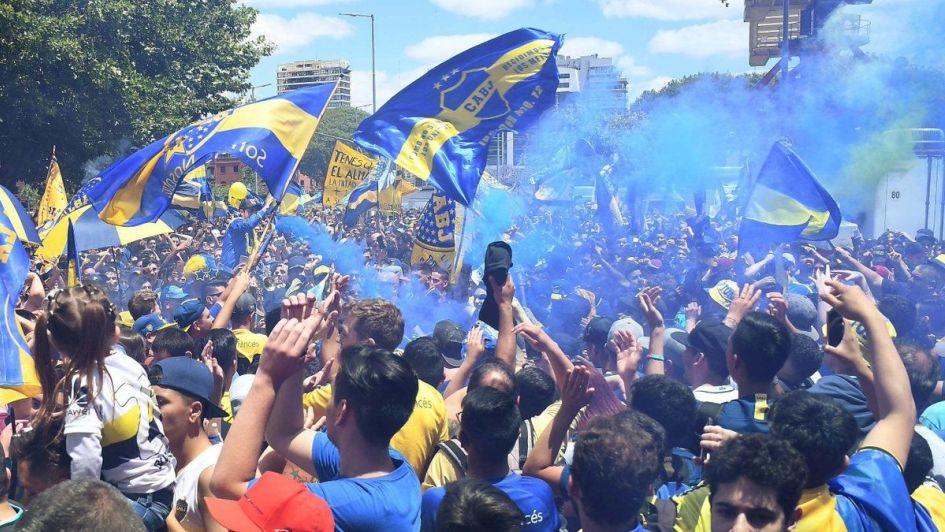 Incidentes en la llegada del plantel de Boca al Monumental