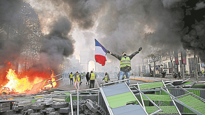 Arde París. Las protestas se extendieron por la capital francesa.