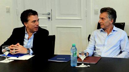 El presidente Mauricio Macri junto al ministro de Hacienda y Finanzas, Nicolás Dujovne, frente a la recesión económica.