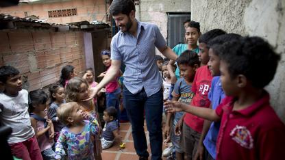 Algo más. Los jóvenes dirigentes que se enfocan en ayudar a los más pobres ven también una oportunidad política.