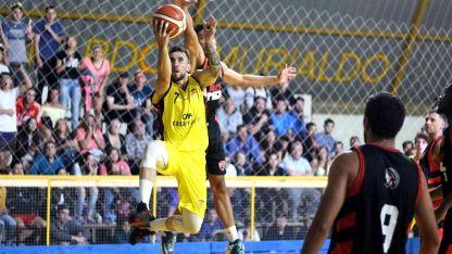 El escolta Canario, Santiago Egas, fue la gran figura de la noche al conquistar 21 puntos. En defensa, fue una muralla. Excelente partido.