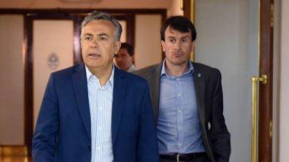 Adelante Cornejo, detrás el ministro Nieri.