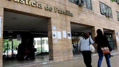 Especialización. Una vista de los juzgados de familia, ubicados sobre calle Montevideo y bulevar Mitre, en el centro mendocino.