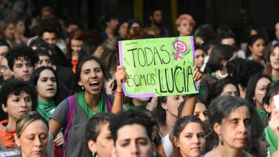 Masiva movilizaciónen Mendoza en repudio al fallo por el femicidiodeLucía Pérez