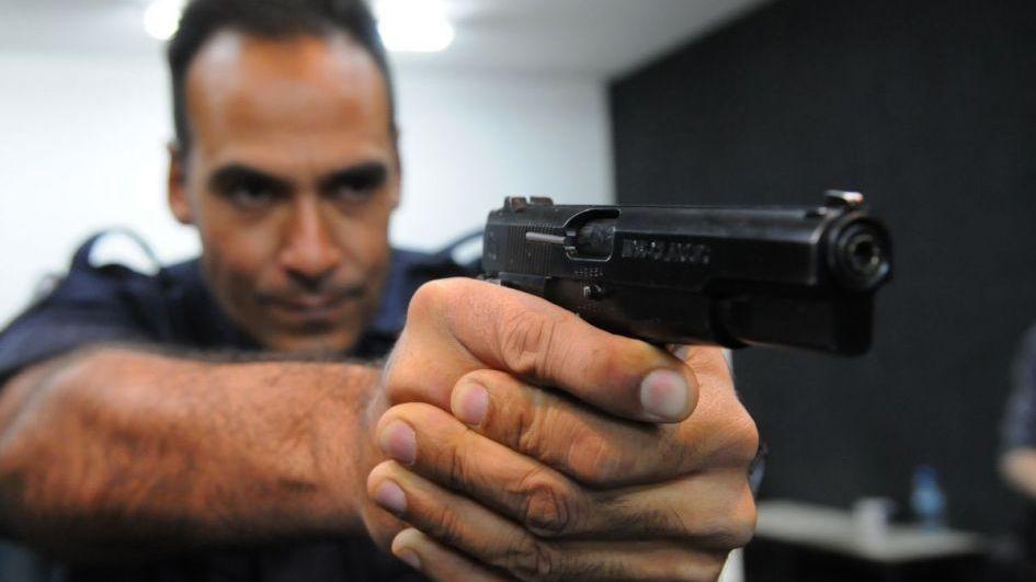 Encuesta sobre medida de que la policía dispare sin voz de alto: 65% de mendocinos a favor