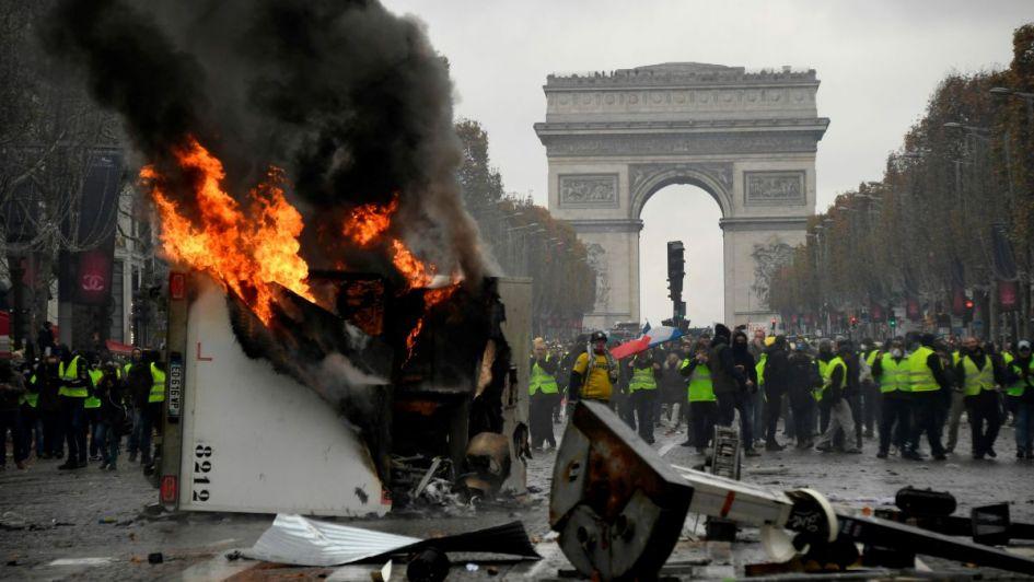 Cierran la Torre Eiffel ante nuevas protestas por 'gasolinazo'.