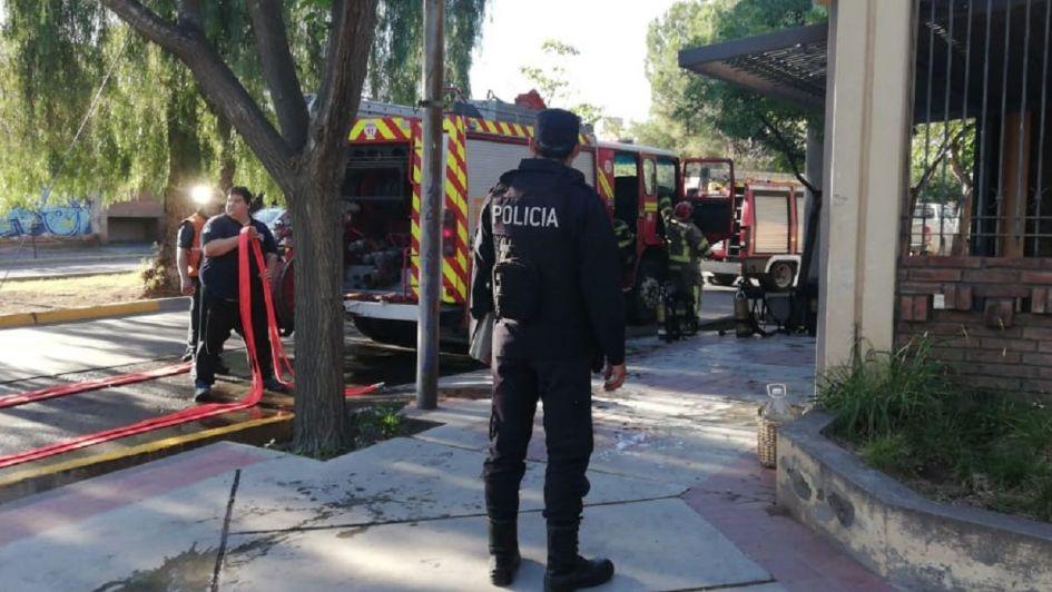 Susto en el barrio Unimev por un robo seguido de incendio en una casa
