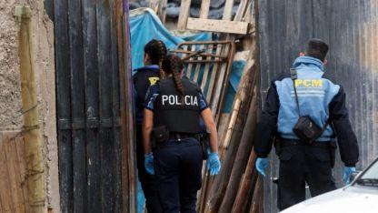 Allanamiento. La inspección en una casa del barrio Pucará no permitió hallar el arma homicida.