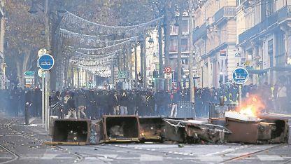 El gobierno francés dispuso un operativo 89.000 efectivos policiales, 8 mil de los cuales estuvieron custodiando las calles de París.