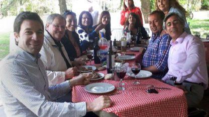 ¿En familia? Romano (derecha) junto con dirigentes del PJ.