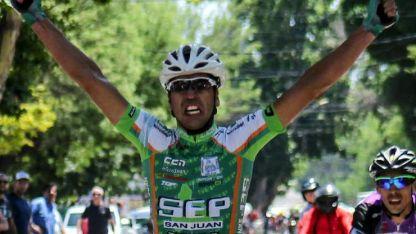 Toloza celebra su éxito en El Algarrobal.