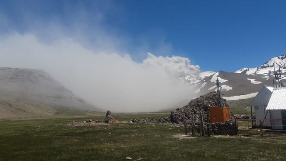 Alerta por actividad del volcán Peteroa — Fotos