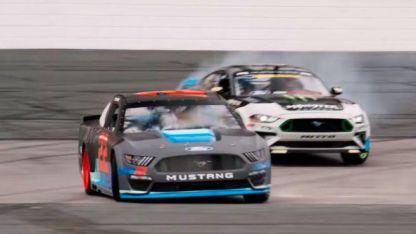 El Ford Mustang 2019 del NASCAR a fondo y de costado