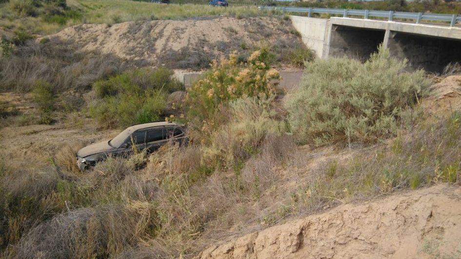 Perdió el control de su BMW y terminó cayendo a un arroyo seco en Tunuyán