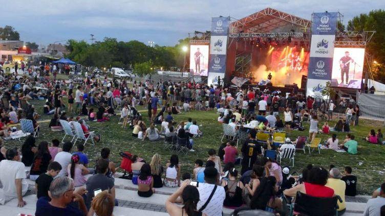 Música, actividades al aire libre y comida en la previa de las fiestas en Mendoza
