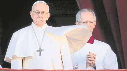 """Invitación. Francisco invitó a los fieles a descubrir en Navidad los """"nexos de fraternidad que unen y vinculan a todos los pueblos""""."""