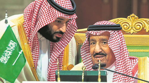 Rey saudí padre de bin Salman reestructura gabinete tras asesinato de Khashoggi