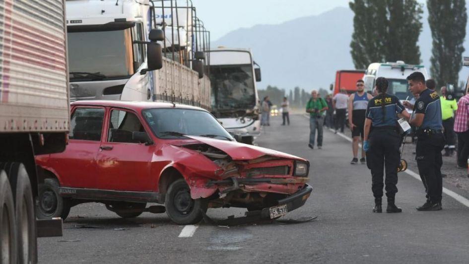 Al menos 15 heridos tras un choque en cadena entre camiones y un colectivo en la ruta 7