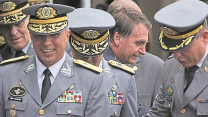 El presidente electo en la última ceremonia de graduación de la Academia Militar de las Agujas Negras.