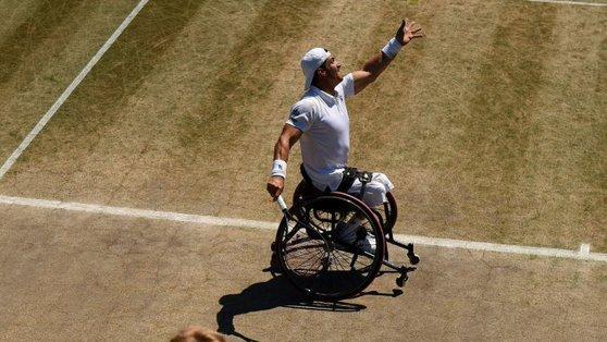 Otra vez, le perdieron la silla de ruedas