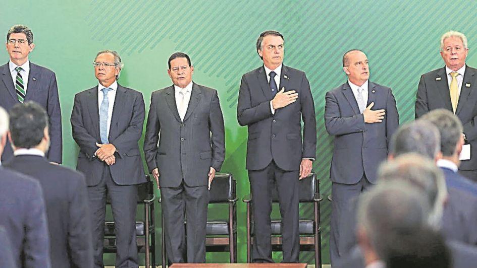 Bolsonaro estudia