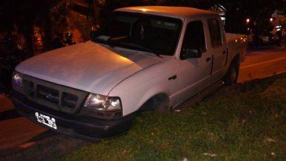 La camioneta en la que escaparon los asaltantes.