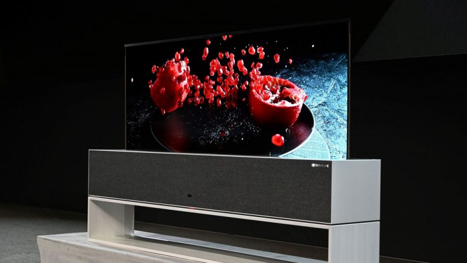 Video: el televisor que se enrolla y se guarda ya es una realidad y saldrá a la venta
