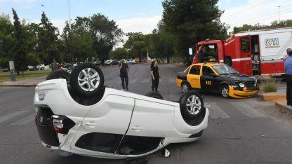 Volcado. El Fiat cuyo conductor resultó herido.