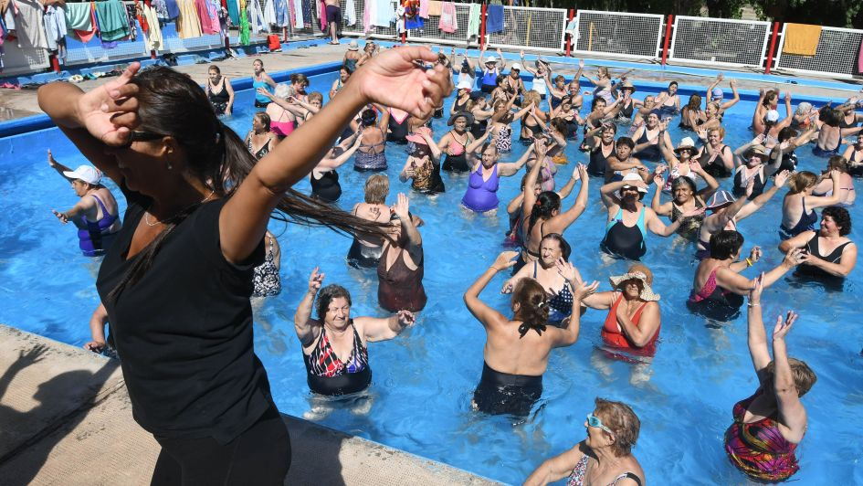 Escuelas de verano para adultos mayores, donde compartir más que actividad física