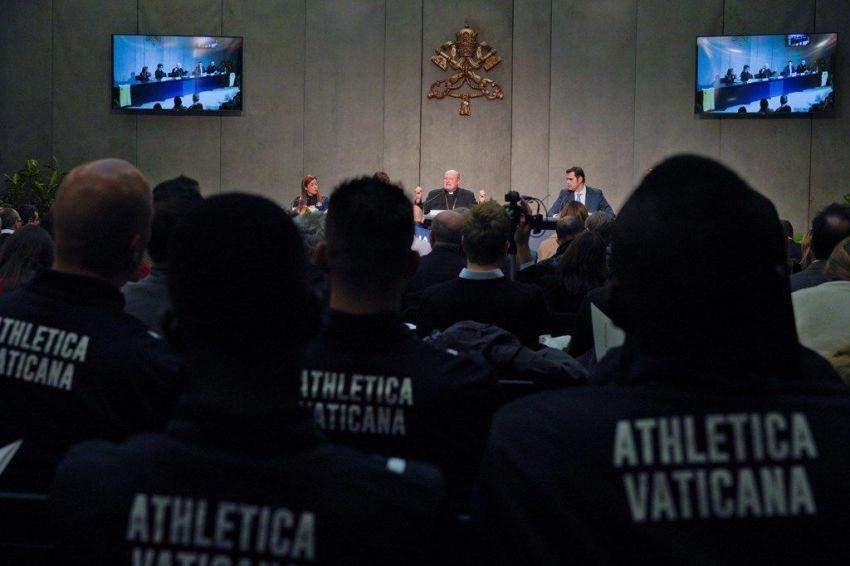 El Vaticano presenta a su equipo de atletismo con sacerdotes y monjas