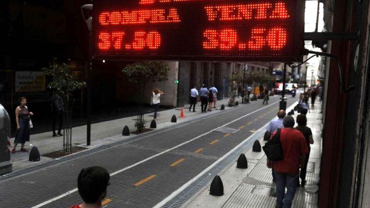 El dólar se hundía y el Central  debió salir a comprar