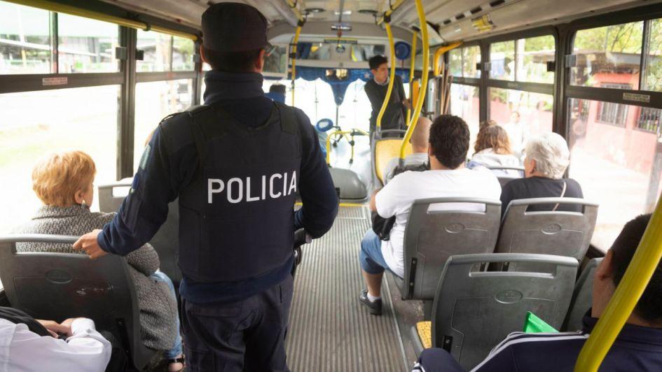 Seguirán los policías en los micros: ayer hubo dos detenidos
