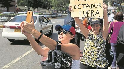 Oposición. Los venezolanos sufren una crisis indetenible, que se profundiza día a día. Tres millones de personas dejaron el país.