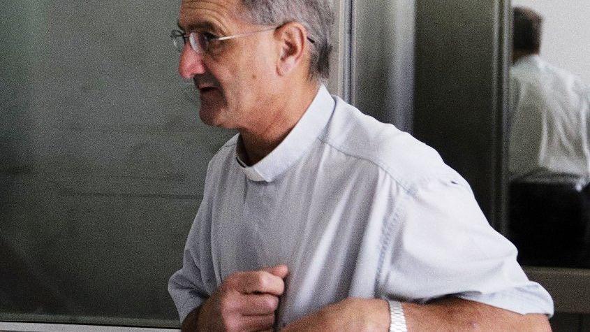 El cura sospechado de no ayudar a una maestra que murió confesó que eran pareja
