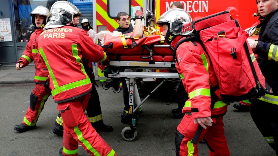 Dos bomberos y una turista española murieron tras la explosión de una panadería en París