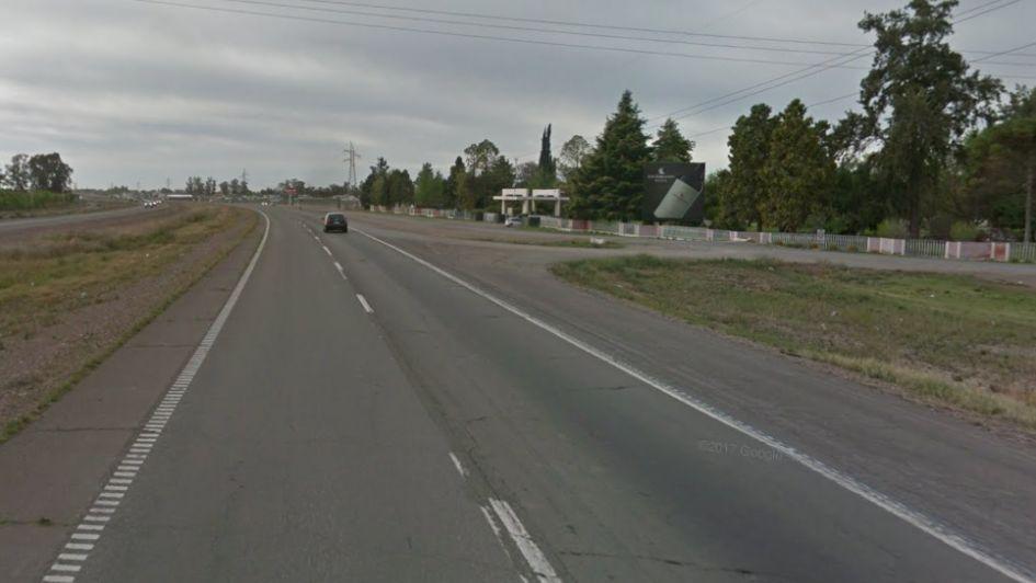 Un joven murió atropellado por un camión en Palmira y el conductor escapó