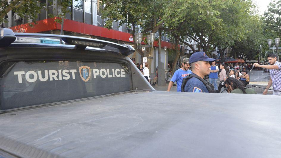 Vacaciones seguras: los policías que asisten a quienes visitan Mendoza