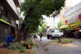 Disputa. Los vecinos de calle Buenos Aires dicen que habían alertado a la Municipalidad, pero allí lo niegan.