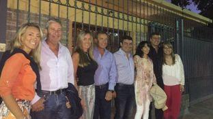 Cobos, Suárez, De Marchi y Orozco, junto a sus esposas, en la previa de la Vendimia de Las Heras.