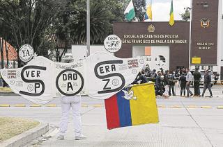 Pedido. Tras el atentado del jueves, los colombianos vuelven a exigir a las autoridades paz.