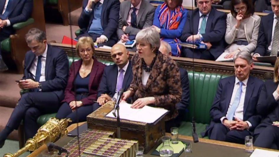 Theresa May insiste en seguir negociando el Brexit