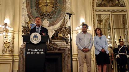 Macri en la presentación del DNU. Lo acompañan los ministros Garavano (Justicia) y Bullrich (Seguridad).
