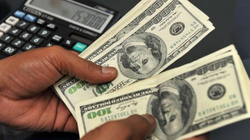 El dólar volvió a subir pero continúa debajo de la banda