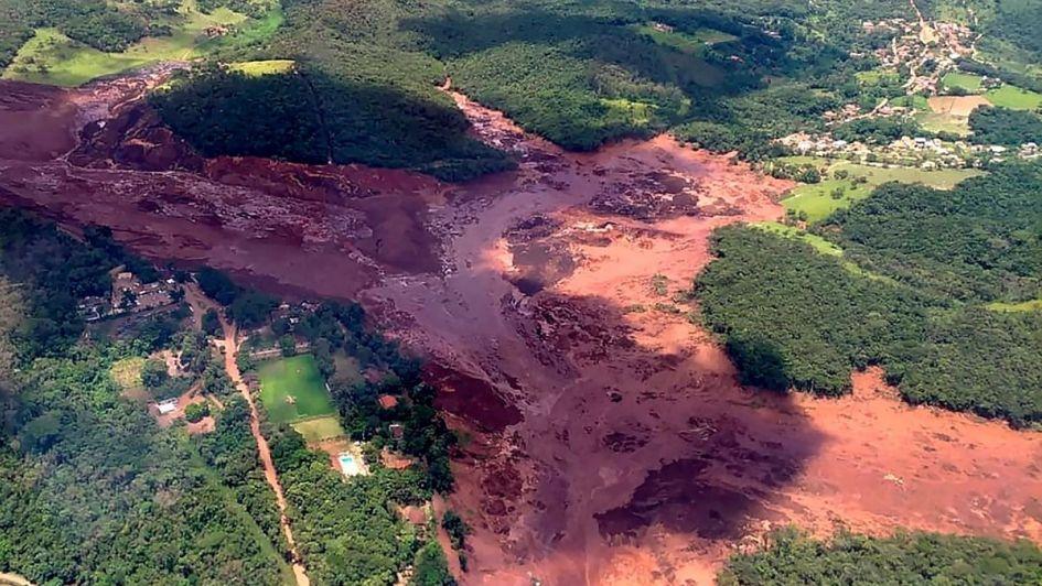 200 desaparecidos tras ruptura de dique minero en Brasil