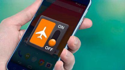 Cuidado. Los celulares y los riesgos que existen en los vuelos.