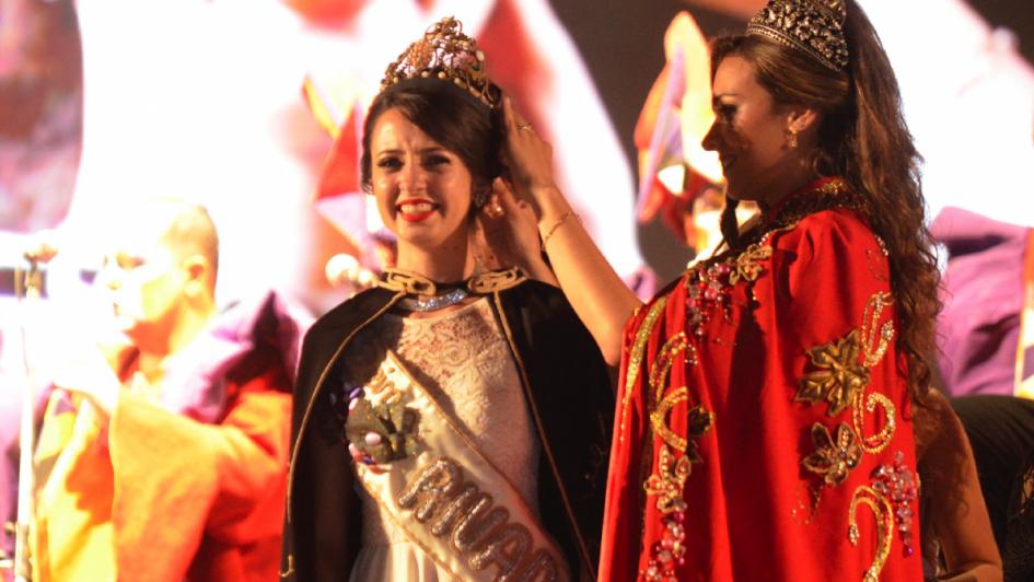 Aixa Caruso: una elegante morocha es la reina de Rivadavia