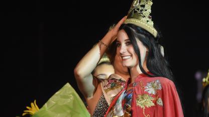 Arrasó. La hermosa Ana Victoria Chávez Ortiz consiguió casi el doble de votos que su seguidora.