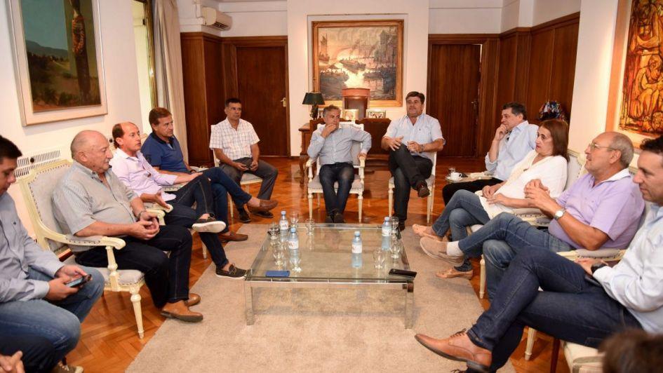 Intendentes oficialistas pidieron a Cornejo elecciones desdobladas de la Nación