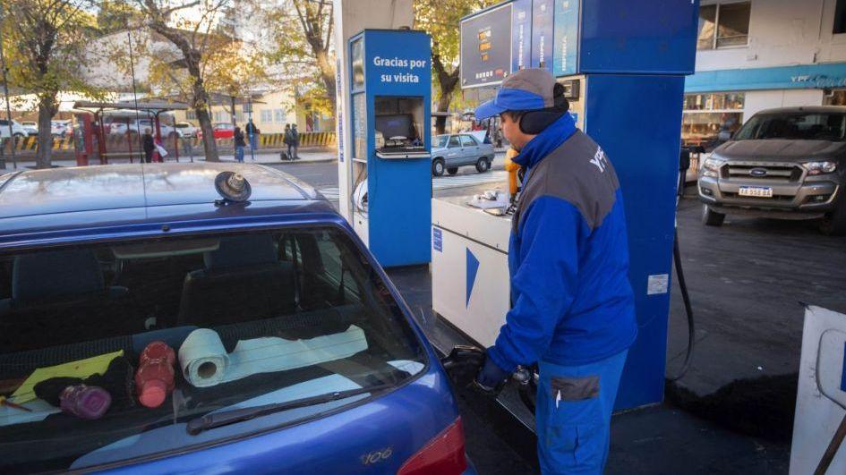 YPF aumentó los precios de las naftas en un 1,6%